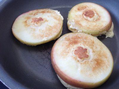 カラメルりんごホットケーキ